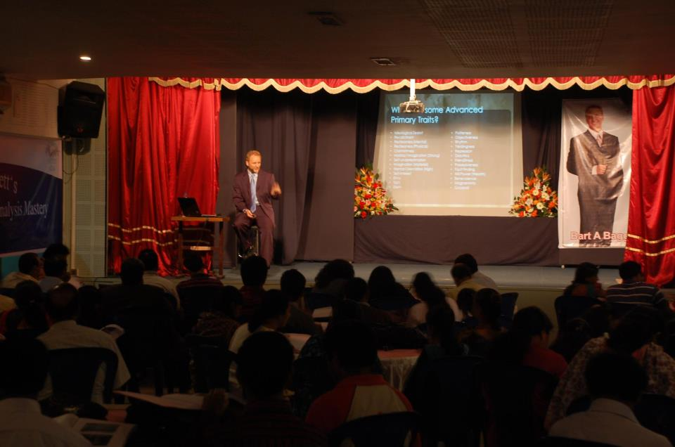 Bart Baggett speaks to a sold out crowd in Mumbai India.