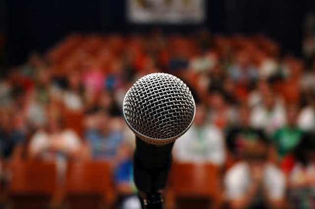 microphone_full_audience